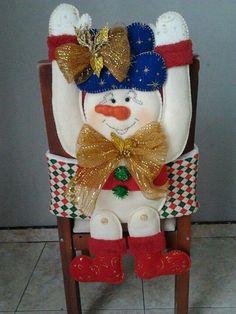 Cubresillas Chair Covers, 4th Of July Wreath, Ideas Para, Christmas Stockings, Snowman, Merry, Holiday Decor, Home Decor, Christmas Decor