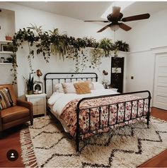 The country way of life is extremely relaxing. As well as it would certainly profit you to have a rustic bedroom design. That being stated, right here are Rustic Bedroom Ideas. Dream Rooms, Dream Bedroom, Home Bedroom, Bedroom Wall, Bedroom Rugs, Light Bedroom, Bedroom Green, Bedroom Storage, Decoration Inspiration