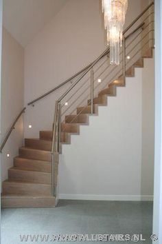 Houten kwartslag trap uitgevoerd op keepbomen | Allstairs Trappen