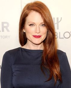 Julianne #Moore went for a berry lip. Blue tones are striking against pale skin. #redhead #makeup