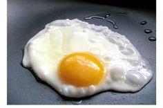 Como estrelar um ovo apenas em água, é fácil e saudável   Receitas Para Todos os Gostos