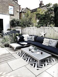 Creating a Scandi Inspired Garden Seating Area — Malmo & Moss - Modern Design Small Backyard Patio, Backyard Seating, Backyard Patio Designs, Outdoor Seating Areas, Seating Area In Garden, Outside Seating Area, Outdoor Lounge, Patio Ideas, Garden Decking Ideas