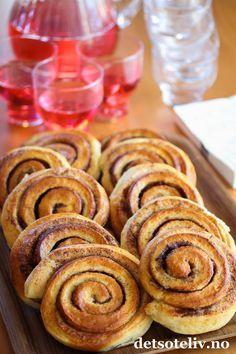 kanelbulle - cinnamon roll with cardamom dough Norwegian Food, Norwegian Recipes, Dere, Sweet Pastries, Sweet Pie, Home Food, No Bake Desserts, Bread Baking, Cinnamon Rolls