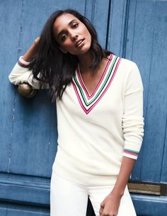 Get ready to be bowled over by this machine washable wool and cashmere jumper. With luxurious yarn and a relaxed fit, you'll stay comfortable whether you're at the wicket or just here for the tea and sandwiches. Contrast stripes on the deep V-neck and cuffs add sporting flair. Howzat?