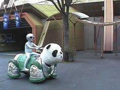 Alien Riding a Panda - from Kumokumokumo パンダに乗った宇宙人