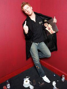 Josh Homme via: http://www.spidersandvinegaroons.tumblr.com