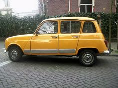 My neighbor, growing up had this Renault. I remember how funny shaped the gear lever was. Didn't have much speed but was always reliable, or so I thought. Yellow Car, Orange Cars, French Classic, Classic Cars, First Car, Car In The World, All Cars, Car Photos, Cars And Motorcycles