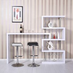 Estantería moderna con barra de bar. Precioso diseño con acero inoxidable y madera. Es ideal para poner en el comedor, sala de estar u otros. Es un elemento decorativo muy atractivo y funcional. Medidas: 198x39,5x164,5cm. Puedes comprarlo online en https://www.aosom.es/hogar/estanteria-libreria-barra-de-bar-y-estantes-de-libros-198x39-5x164-5cm-blanco-nuevo.html con envíos gratis a España y Portugal en 24h/48h.