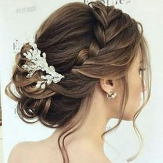 Decorate your hair with an ornament made of crystal beads and will look stylish and elegant