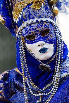 ✿⊱╮Oooooo blue velvet Carnevale... Mardi Gras, Carnival, Venetian Masks, gold, beads.