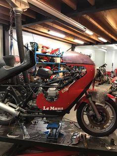Motorcycle Shop, Motorcycle Garage, Bike Lift, Bike Tools, Bike Poster, Bike Parts, Cars And Motorcycles, Shops, Vehicles