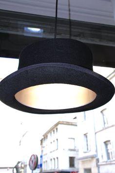 Lampe design en chapeau melon chez J'ai 2 amours à Saint-Étienne