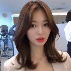 Medium Short Hair, Medium Hair Cuts, Medium Hair Styles, Curly Hair Styles, Medium Permed Hairstyles, Pretty Hairstyles, Hair Cut Pic, Middle Hair, Ulzzang Hair
