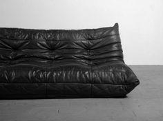 Michel DUCAROY, édition Vintage LIGNE ROSET  CANAPE trois places du modèle Togo en forme de siège-coussin en cuir de couleur noire.  Création de 1973  H.70 - L.174 - P.102 cm - Doré & Giraud - Sélection Enchères - 23/11/2014
