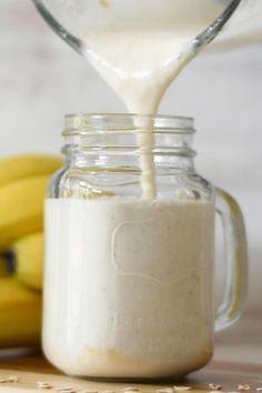 Este Smoothie de banana para el desayuno es espeso y cremoso. Súper saludable y hecho con solo 5 ingredientes. El Smoothie perfecto para el desayuno o después del colegio. #smoothiedebanana #bananasmoothie #batidodebanana #aptoparadiadeticos #diabetesfriendly Keto Recipes, Healthy Recipes, Glo Up, Good Fats, Smoothie Diet, Weight Loss Smoothies, Food Cravings, Fresh Fruit, Detox
