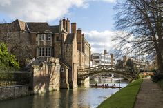 Queen's College and the Mathematical Bridge. www.scudamores.com