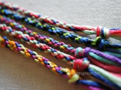 Friendship Embroidery Bracelets Jellyfish Bracelets are the perfect activity for the kids this summer! - Jellyfish Friendship Bracelets use a wheel to create a round woven bracelet--and they are sooo easy to make! Cool Diy Friendship Bracelets, Kids Bracelets, Thread Bracelets, Embroidery Bracelets, Woven Bracelets, Friendship Bracelet Patterns, Diy Bracelets Patterns, Pandora Bracelets, Homemade Bracelets