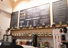 Arredamento su misura per gelateria e pasticceria. Un design creativo, dall'appeal insieme estetico e funzionale, per un locale singolare e inedito, in altre parole un arredamento su misura che rivoluziona l'idea di gelato, proponendolo arrotolato, e offre bevande multicolore a base di tè e latte aromatizzato . Bubble Tea, Gelato, Design, Ice Cream