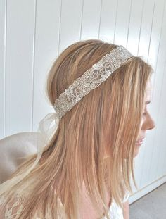 What do you imagine when you hear the words 'boho bride'? I think of a beautiful girl who is dressed in a relaxed way and looks like a nymph. This style is perfect for a beach or woodland wedding, if you want something light...