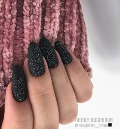 Black is a commonly used color in nail art designs. Many people have tried black nail art designs. Black can be used on nails of any shape. Black coffin nails and black Stiletto nails ar Best Acrylic Nails, Matte Nails, Black Nails, Glitter Nails, Fun Nails, Classy Acrylic Nails, Matte Black, Nail Art Designs, Acrylic Nail Designs