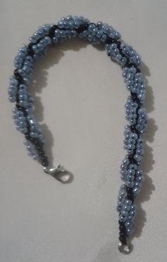 Takı yapılışı-Kum boncuktan kolye ve bileklik yapılışı Beaded Bracelets Tutorial, Beaded Bracelet Patterns, Earring Tutorial, Beaded Necklace, Seed Bead Tutorials, Jewelry Making Tutorials, Beading Tutorials, Beaded Jewelry Designs, Seed Bead Jewelry