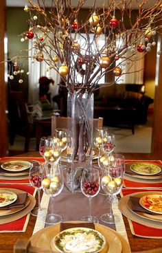 Centerpiece Ideas with Awesome Sparkling Colorful Christmas Ball Ornaments, Fresh Red Berries, Wine Glasses, and Fall Branch with Cool High Glass Flowerpot. Fresh Natural Greenery for Simple yet Beautiful Christmas Centerpieces Christmas Table Settings, Christmas Tablescapes, Christmas Table Decorations, Decoration Table, Holiday Tablescape, Noel Christmas, Modern Christmas, Christmas Balls, Beautiful Christmas