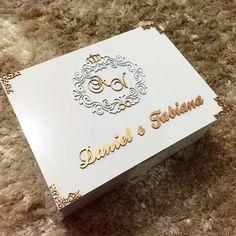Caixa personalizada em MDF.  #PersonalizeAm #Manaus #Amazonas #mdf #mdfdesign #CorteLaser #lasercut #casamento #noivas #noivos #casamentoalineevirgilio #festaspersonalizadas #convite #padrinhosdecasamento #brasão #caixamdf #caixaspersonalizadas #marriage #bestman #maidofhonor #bride by personalize.am Wedding Stationary, Wedding Invitation Cards, Wedding Cards, Decoupage Box, Decoupage Vintage, Marriage Box, Wedding Cake Boxes, Cigar Box Crafts, Painted Boxes