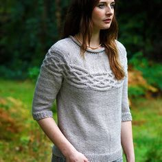 Ravelry: Sandhurst Jumper pattern by Jacqueline van Dillen Jumper Patterns, Sweater Knitting Patterns, Knitted Poncho, Knit Patterns, Free Knitting, Knitting Socks, Clothing Patterns, Knitting Ideas, Knitting Designs