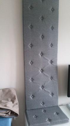 pikowany panel ścienny na ścianę w szafie i siedzisko - tkanina hugo 11 antracyt.Pikowanie w karo guzikami tapicerskimi