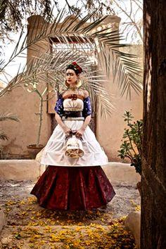 inspired by Frida Kahlo Arte Fashion, Fashion Moda, Look Fashion, Editorial Fashion, Mexico Fashion, Frida And Diego, Diego Rivera, Dubai Fashion, Fashion 2014