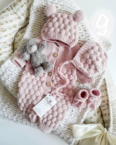 Baby Knitting Patterns Knitting For Kids Loom Knitting Cute Baby Girl Outfits Simply Crochet Crochet Fashion Kids And Parenting Baby Love Future Baby Baby Afghan Crochet Patterns, Baby Patterns, Retro Mode, Knitted Baby Clothes, Newborn Outfits, Knitting For Kids, Baby Sweaters, Baby Hats, Barn
