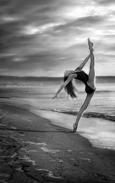 30 Artistic and Rhythmic Dance Photographs
