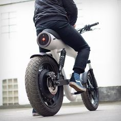 Sol Motors prepares to launch its 50 mph Pocket Rocket electric motorcycle Electric Moped, Electric Cars, Moto Bike, Motorcycle Bike, Motorcycle Design, Bicycle Design, E Mobility, E Scooter, Commuter Bike