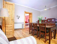 8 Femroms leilighet + stue - Antique Apartments  Leligheten på fire soverom som ligger i tredje etasje i en gammel bygård ved Plac Szczepanski, ca. 50 m fra det gamle torget.  #leilighet || #overnatting || #hotell