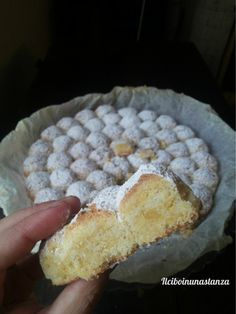 In una giornata di sole misto a pioggia, ho deciso di provare un nuovo dolce partendo da un sacchetto di farina di mandorla comprato distrattamente al Lidl ✫♦๏༺✿༻☘‿TH Jul ‿❀🎄✫🍃🌹🍃🔷️❁`✿~⊱✿ღ~❥༺✿༻🌺♛༺ ♡⊰~♥⛩⚘☮️❋ Great Desserts, Delicious Desserts, Dessert Recipes, Yummy Food, Cake Cookies, Cupcake Cakes, Sweet Light, Torte Cake, Italian Desserts