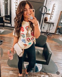 it, a shopping discovery app that allows you to instantly shop your favorite influencer pics across social media and the mobile web. Cute Simple Outfits, Cute Comfy Outfits, Cute Fall Outfits, Mom Outfits, Everyday Outfits, Spring Outfits, Trendy Outfits, Comfy Clothes, Country Outfits