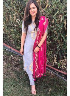 Party Wear Indian Dresses, Designer Party Wear Dresses, Dress Indian Style, Indian Designer Outfits, Silk Kurti Designs, Kurti Designs Party Wear, Anarkali Dress Pattern, Simple Lehenga, Latest Dress Design
