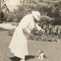 Alice and a very small puppy (1934)