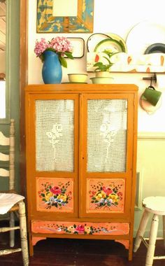 loads of pretty pretty upcycled furniture, no tutorials but great for inspiration Hand Painted Furniture, Upcycled Furniture, Diy Furniture, Bohemian House, Bohemian Decor, Bohemian Interior, Piece A Vivre, Dark Interiors, Diy Décoration