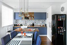 Ewie podobają się tradycyjne paryskie wnętrza, Marek skłania się raczej ku industrialnym klimatom. Obydwoje natomiast kochają żeglowanie. Co może powstać z takiej mieszanki? Mieszkanie, w którym można...