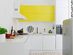 cuisine blanche et jaune mobilier