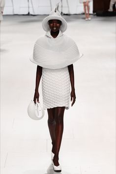 Sfilata Issey Miyake Parigi - Collezioni Primavera Estate 2015 - Vogue