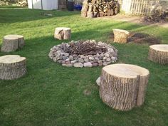 """Discover more information on """"outdoor fire pit ideas backyards"""". Look into our i… Discover more information on """"outdoor fire pit Fire Pit Party, Diy Fire Pit, Fire Pit Backyard, Fire Pit Furniture, Diy Outdoor Furniture, Furniture Ideas, Rustic Furniture, Antique Furniture, Bonfire Pits"""