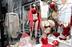 Vetrina autunno Gaya Boutique - window display fall winter Milan fashion shop