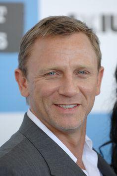 The Daniel Craig Fixation Rachel Weisz, Daniel Craig Bond, Daniel Craig James Bond, James Bond Outfits, James Bond Actors, Daniel Graig, James Bond Style, Best Bond, Z Cam