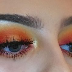 Fire halo 🔥 oranges are my favourite for eye looks! Ignore my runaway hairs