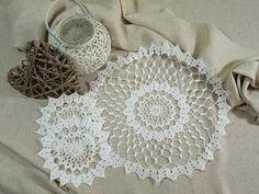 Häkeldeckchen - Gehäkeltes rundes Deckchen - Set - ein Designerstück von Emmart1 bei DaWanda Crochet Lace, Crochet Earrings, Shabby, Etsy, Jewelry, Mantas Crochet, Tunic, Circuit, Nice Asses