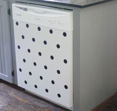 Revamp an old dishwasher with polka dots made out of adhesive vinyl. Up House, Cozy House, Ugly Fridge, Bright Paintings, Black Appliances, Adhesive Vinyl, Apartment Living, Apartment Ideas, Wall Stickers