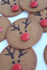 Reindeer cookies, totally doing these for Christmas! Easy Christmas Crafts, Christmas Sweets, Christmas Goodies, Christmas Candy, Christmas Baking, Holiday Fun, Christmas Decorations, Christmas Feeling, Simple Christmas