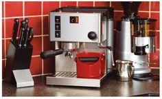 Cómo deshacerte comodamente de los posos del café con un bote para quitarlos facilmente del cacillo de tu cafetera espresso